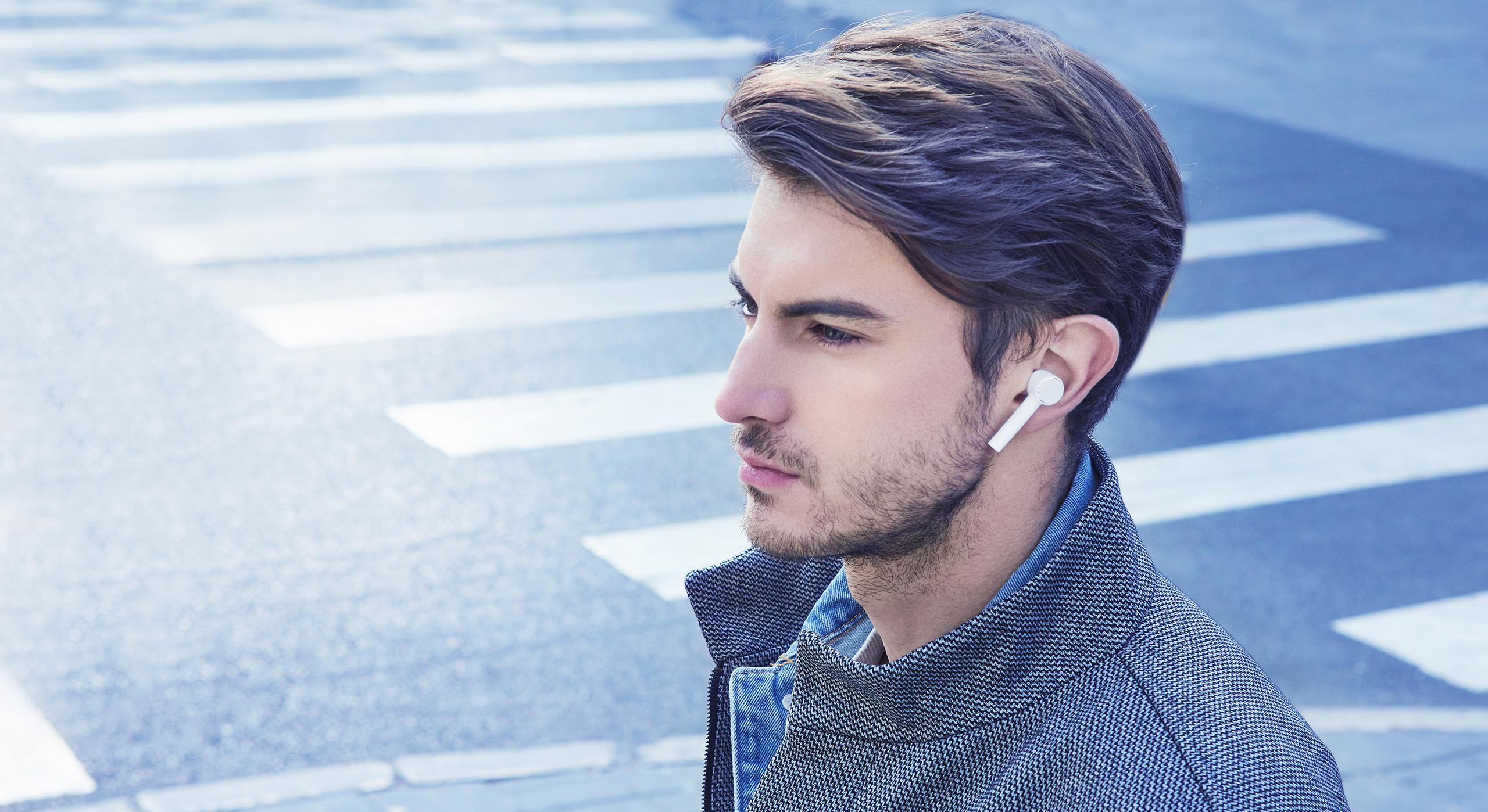 https://i01.appmifile.com/webfile/globalimg/products/pc/mi-true-wireless-earphones/section-9.jpg